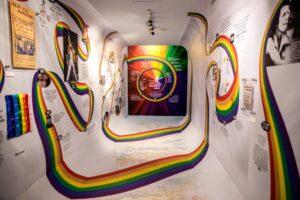 Un arcoíris se coló en el museo