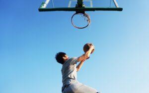 ¿Por qué es importante realizar deporte durante la adolescencia?