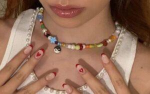 Última moda, collares y pulseras de mostacillas